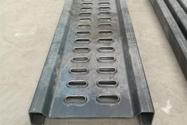 长圆孔防滑板