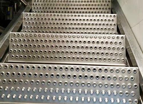 鱼眼防滑板在楼梯踏步板中的应用 第1张