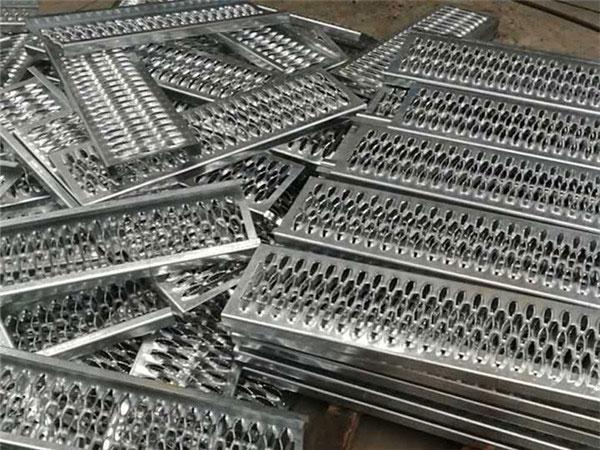 铝合金材质鳄鱼嘴孔型防滑板 第3张