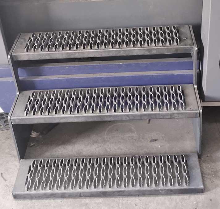 螺丝固定式台阶防滑板 第1张